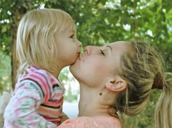 Послеродовая депрессия молодых мам